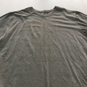 The Nike Tee Just Do It Tee Graphic 3XL Gray